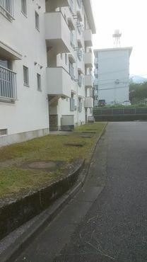 アパート前 After